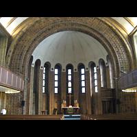 Berlin (Tempelhof), Martin-Luther-Gedächtniskirche, Innenraum in Richtung Altar