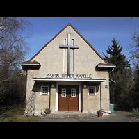 Berlin - Köpenick, Marin-Luther-Kapelle, Fassade mit Portal