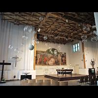 Berlin - Neukölln, Martin-Luther-Kirche, Innenraum in Richtung Altar