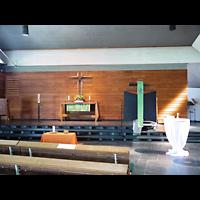 Berlin - Charlottenburg, Neu-Westend-Kirche, Innenraum in Richtung Altar