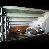 Berlin - Charlottenburg, Neu-Westend-Kirche, Blick von der Empore zur Orgel