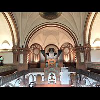 Berlin - Kreuzberg, Passionskirche, Blick von der hinteren Empore zur Orgel und zum Altar