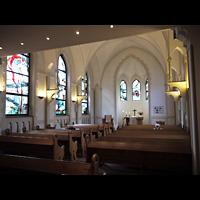 Berlin - Wedding, Paul-Gerhardt Stift, Kapelle, Innenraum in Richtung Altar