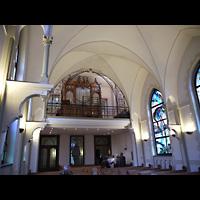 Berlin - Wedding, Paul-Gerhardt Stift, Kapelle, Innenraum in Richtung Orgel