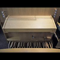 Berlin - Neukölln, Philipp-Melanchthon-Kapelle, Spieltisch der ehem. Walcker-Orgel