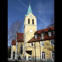 Berlin - Wilmersdorf, St. Petrus (Priesterbruderschaft St. Pius X), Außenansicht der Kirche