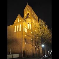 Berlin - Steglitz, Rosenkranz-Basilika, Außenansicht bei Nacht