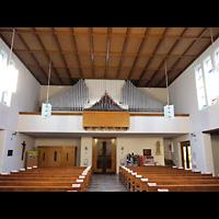 Berlin - Wilmersdorf, Salvatorkirche Schmargendorf, Innenraum in Richtung Orgel