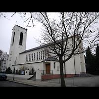 Berlin - Wilmersdorf, Salvatorkirche Schmargendorf, Außenansicht der Kirche