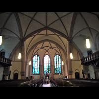 Berlin - Friedrichshain, Samariterkirche, Innenraum in Richtung Altar