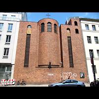 Berlin (Mitte), St. Adalbert, Fassade