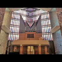 Berlin - Charlottenburg, St. Albertus Magnus, Innenraum in Richtung Orgel