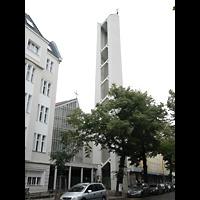 Berlin - Charlottenburg, St. Albertus Magnus, Außenansicht mit Turm