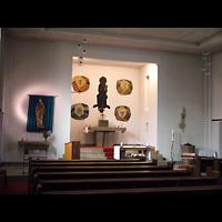 Berlin - Treptow, St. Anna, Innenraum in Richtung Altar