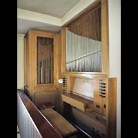 Berlin - Treptow, St. Anna, Orgel mit Spieltisch