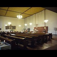 Berlin - Friedrichshain, St. Antonius, Innenraum in Richtung Altar