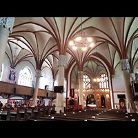 Berlin - Lichtenberg, St. Antonius und St. Shenouda Kirche (koptisch), ehem. Glaubenskirche, Innenraum in Richtung Altar