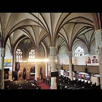 Berlin - Lichtenberg, St. Antonius und St. Shenouda Kirche (koptisch), ehem. Glaubenskirche, Seitlicher Blick von der Orgelempore in die Kirche