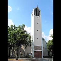Berlin - Reinickendorf, St. Bernhard Tegel, Außenansicht der Kirche
