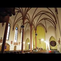 Berlin (Neukölln), St. Clara, Innenraum in Richtung Altar