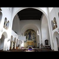 Berlin - Kreuzberg, St. Clemens Exerzitienzentrum, Innenraum in Richtung Altar
