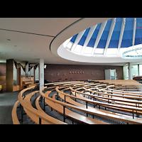 Berlin - Neukölln, St. Dominicus Gropiusstadt, Innenraum seitlich in Richtung Orgel