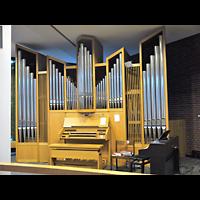 Berlin - Neukölln, St. Dominicus Gropiusstadt, Orgel mit Spieltisch