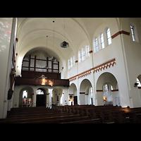 Berlin - Neukölln, St. Eduard, Innenraum in Richtung Orgel