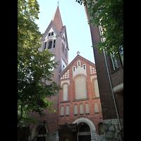Berlin - Neukölln, St. Eduard, Fassade mit Turm