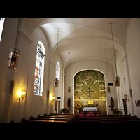 Berlin - Wilmersdorf, St. Gertrauden-Krankenhaus, Kapelle, Innenraum in Richtung Altar