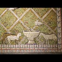 Berlin - Wilmersdorf, St. Gertrauden-Krankenhaus, Kapelle, Mosaik-Detail im Altarraum