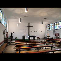 Berlin - Treptow, St. Johannes Evangelist Johannisthal, Innenraum in Richtung Altar