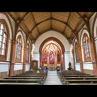 Berlin - Köpenick, St. Josef, Innenraum in Richtung Altar