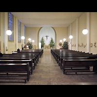 Berlin - Prenzlauer Berg, St. Josefsheim (Caritas Seniorenheim), Kirche, Innenraum in Richtung Altar