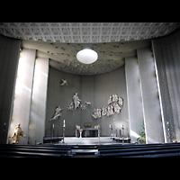 Berlin - Tempelhof, St. Judas-Thaddäus, Innenraum in Richtung Altar