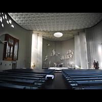 Berlin - Tempelhof, St. Judas-Thaddäus, Blick zum Altar und zur Orgel