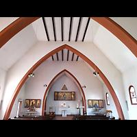 Berlin - Lichtenberg, St. Konrad von Parzham, Innenraum in Richtung Altar