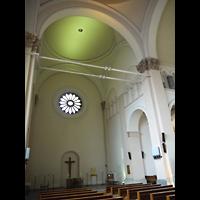 Berlin - Mitte, St. Michael, Innenraum in Richtung Altar