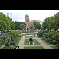 Berlin - Mitte, St. Michael, Blick vom Oranienplatz über den Michaelskirchplatz zur Michaelskirche