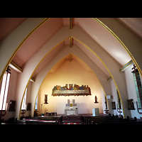 Berlin - Zehlendorf, St. Michael Wannsee, Innenraum in Richtung Altar