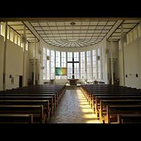 Berlin - Zehlendorf, St. Otto, Innenraum in Richtung Altar