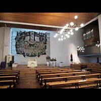 Berlin - Neukölln, St. Richard, Innenraum in Richtung Altar und Orgel