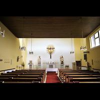 Berlin - Neukölln, St. Theresia vom Kinde Jesu, Innenraum in Richtung Altar