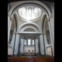 Berlin (Kreuzberg), St. Thomas (ev.) - Hauptorgel, Innenraum in Richtung Altar mit Kuppel