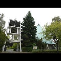 Berlin - Zehlendorf, Stephanus-Kirche, Außenansicht mit Glockenturm