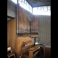 Berlin - Wilmersdorf, Vater-Unser-Kirche, Orgel mit Spieltisch