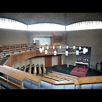 Berlin - Wilmersdorf, Vater-Unser-Kirche, Blick von der Orgelempore in die Kirche