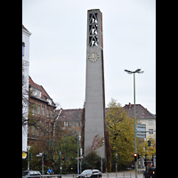 Berlin - Wilmersdorf, Vater-Unser-Kirche, Außenansicht mit Turm