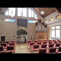 Berlin - Marzahn, Ev.-meth. Versöhnungskirche / Ev. Gemeindezentrum Biesdorf, Innenraum in Richtung Orgel und Altar