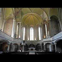 Berlin - Mitte, Zionskirche, Innenraum in Richtung Altar